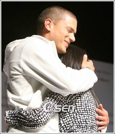 thumb-wentworth_miller_pictures.jpg